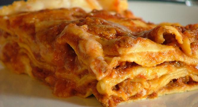 Lasagne al sugo rosso/o alla boscaiola (chiedere disponibilità)