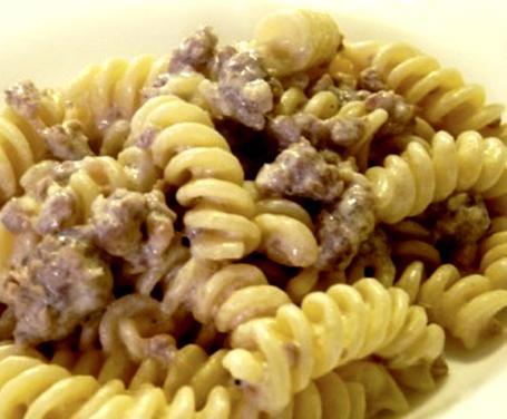 Fusilli norcina (panna, salsiccia, salsa tartufata)