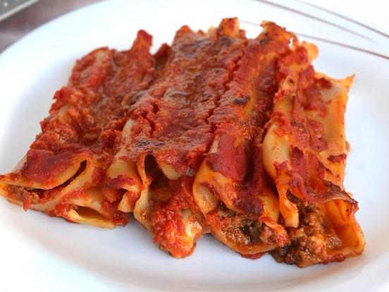 Cannelloni al ripieno di carne al sugo rosso (chiedere disponibilità)